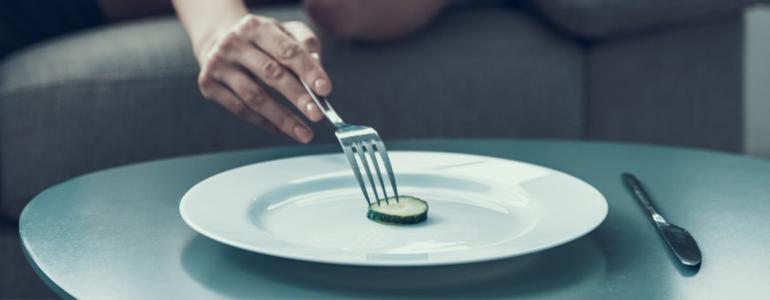 Quais são as consequências de ficar longas horas sem se alimentar?
