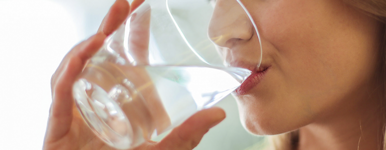 Entenda a importância da água no sistema digestivo. Acompanhe